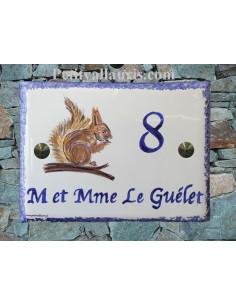 plaque de maison céramique décor Ecureuil inscription personnalisée couleur bleue