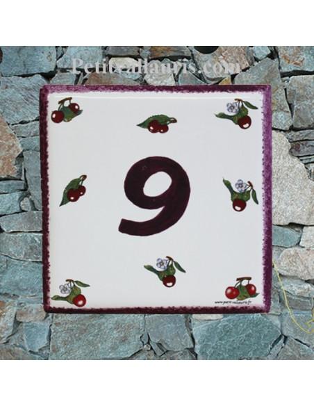 Plaque numéro de Maison en faience émaillée motifs cerises + chiffre personnalisé rose foncé