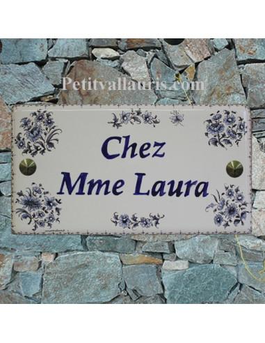 Plaque de Maison rectangle décor fleurs tradition vieux moustiers bleu inscription personnalisée bord bleu
