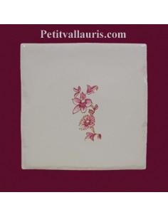 Carreau petite fleur rose décor Tradition Vieux Moustiers