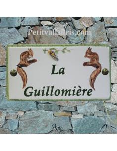 Plaque de Maison en céramique émaillée décor artisanal écureuils inscription personnalisée