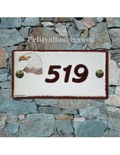 Plaque de maison faience émaillée décor tête d'aigle inscription personnalisée rouge foncé