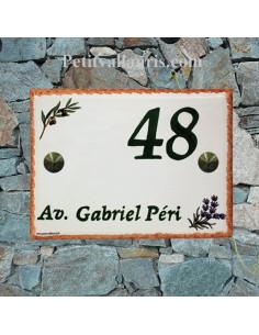 plaque de villa céramique décor brins d'olivier et de lavande inscription verte bord plaque