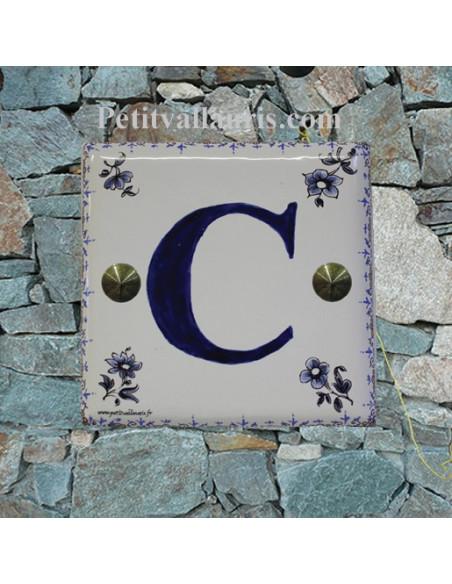 Décoration Lettre sur plaque de maison en faience motif tradition bleu