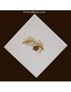 Carreau décor branche de pin diagonale gauche 10 x 10 cm