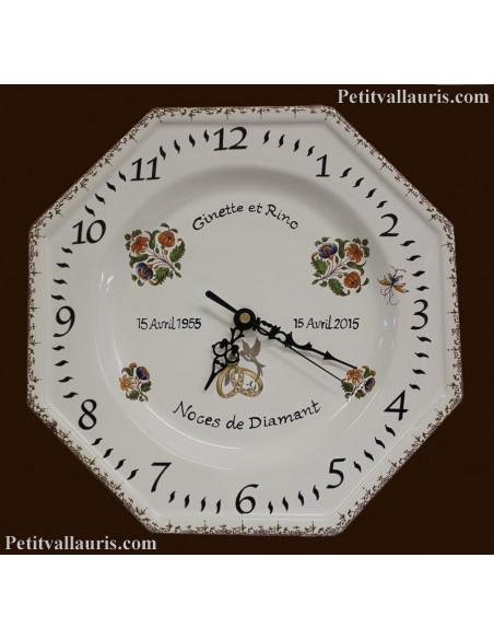Horloge murale en faience modèle octogonale pour souvenir de mariage avec personnalisation décor fleurs polychrome
