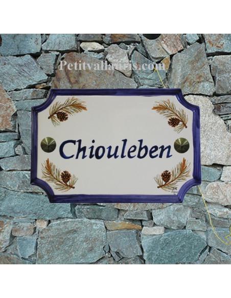 Plaque de Maison en céramique aux angles incurvés motif pomme de pin inscription personnalisée bleue