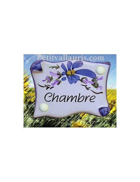 Plaque de porte en faience émaillée blanche modèle parchemin décor artisanal fleurs bleues inscription Chambre