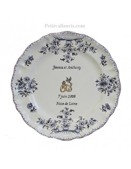 Assiette cadeau et souvenir de mariage modèle Louis XV motif tradition fleurs bleues