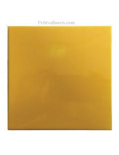 Carreau émaillé uni 15 x 15 cm fond jaune miel épaisseur 0.5 cm
