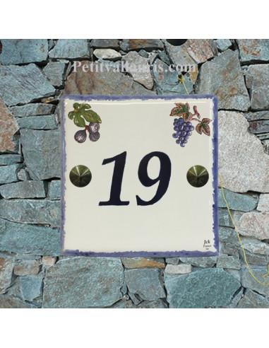 Numéro de rue ou de maison décor grappes de raisin et de figues pose horizontale chiffre bleu