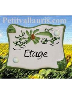 Plaque de porte en faience émaillée blanche modèle parchemin décor artisanal fleurs vertes inscription Etage