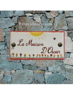 Plaque de maison faience décor soleil et petite fleurs inscription et bord rouge