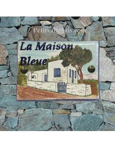 plaque de maison céramique décor maison volets bleus inscription personnalisée