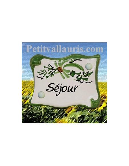 Plaque de porte en faience émaillée blanche modèle parchemin décor artisanal fleurs vertes inscription Séjour