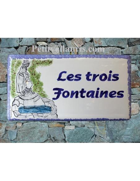 Plaque de Maison en céramique émaillée décor artisanal statue fontaine + inscription personnalisée
