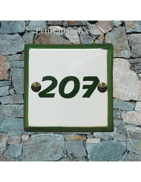 Numéro de maison en faience + chiffre ou lettre + inscription personnalisée et bord vert
