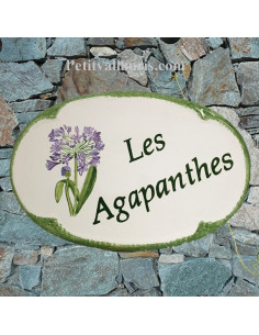 Plaque en céramique émaillée pour maison de forme ovale décor artisanal les Agapanthes + inscription personnalisée