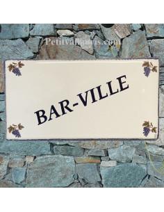 Grande Plaque de Maison rectangulaire en céramique décor grappes de raisin + inscription personnalisation en bleu