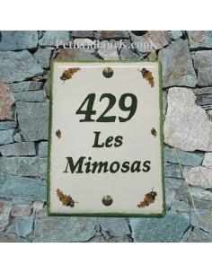 plaque de maison céramique décor brins de mimosas inscription verte bord vert pose verticale