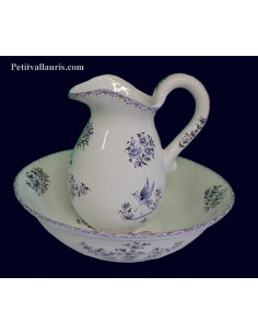 Ensemble de toilette, vasque + broc en faience blanche motif reproduction Vieux Moustiers bleu