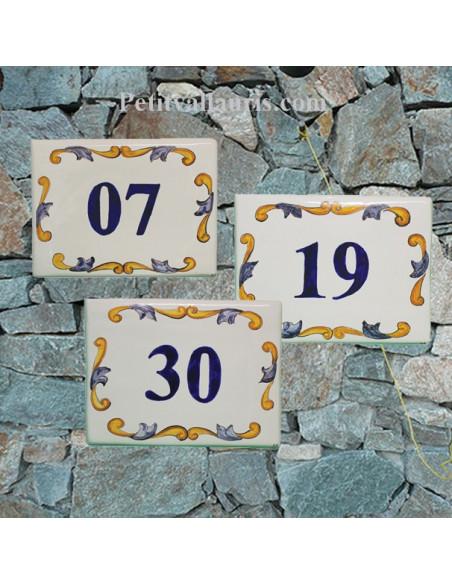 Plaque de maison en céramique émaillée décor artisanal arabesque jaunes et bleue+ gravure personnalisée