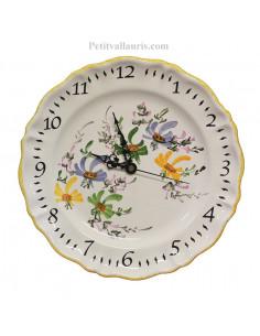 Horloge -Pendule en faïence modèle louis xv décor fleurs bleues,vertes et oranges chiffres arabes