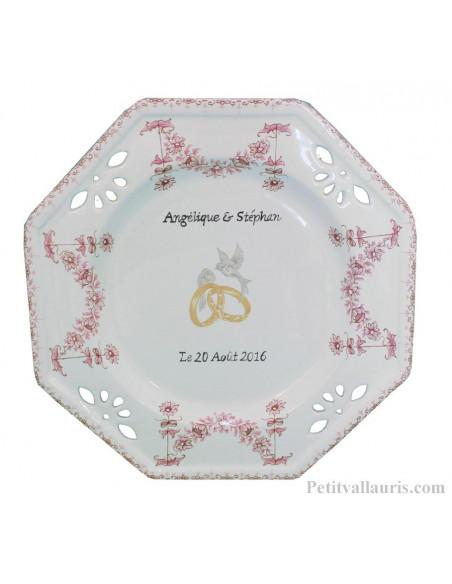 Grande assiette souvenir de Mariage modèle octogonale motif fleurs tradition rose