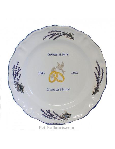 Assiette en faience pour souvenir anniversaire de mariage modèle Louis XV décor brins de lavandes