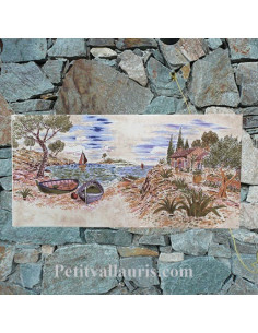 Fresque céramique décor calanque et cabanon sur fond rose pâle