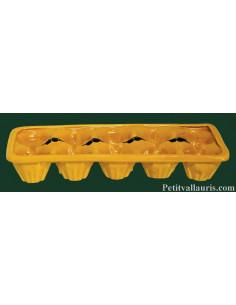 Plaque à oeuf (10) en faience de couleur jaune provençal motif olives noires