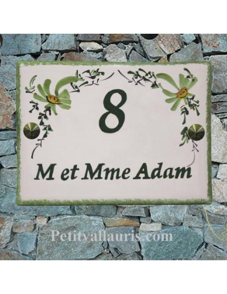 plaque de maison céramique décor fleurs vertes inscription personnalisée verte