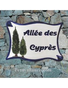 Plaque céramique de forme parchemin pour une allée motif artisanal les Cyprès