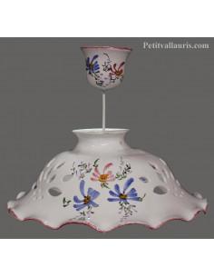 Suspension en céramique blanche décor artisanal fleurs bleues et roses diamètre 37 cm