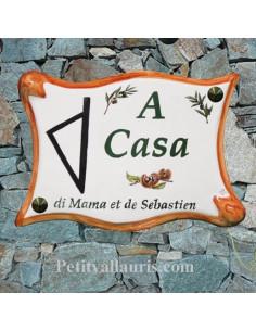 Plaque en céramique pour entrée de villa de forme parchemin motif mimosas bord vert