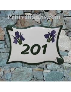 Plaque de maison en céramique modèle grand parchemin motif iris bleus avec gravure personnalisée