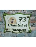 Grande plaque de maison en faience modèle parchemin avec motif artisanal chien shitsu + personnalisation