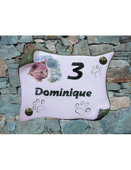 Plaque de maison en faience modèle parchemin motif chat rouquin + inscription personnalisée + contour vert