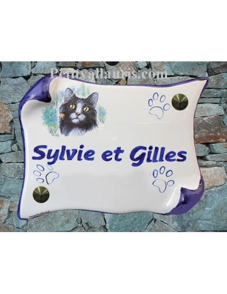 Plaque de maison en faience modèle parchemin motif chat bicolore + inscription personnalisée