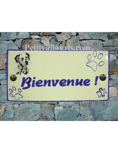 Plaque rectangulaire de maison en céramique émaillée motif chien Dalmatien + inscription personnalisée