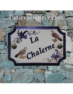 Plaque en céramique aux angles incurvés motif artisanal tourterelles + inscription personnalisée