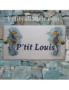 Plaque de Maison en céramique émaillée décor artisanal deux hippocampes inscription personnalisée