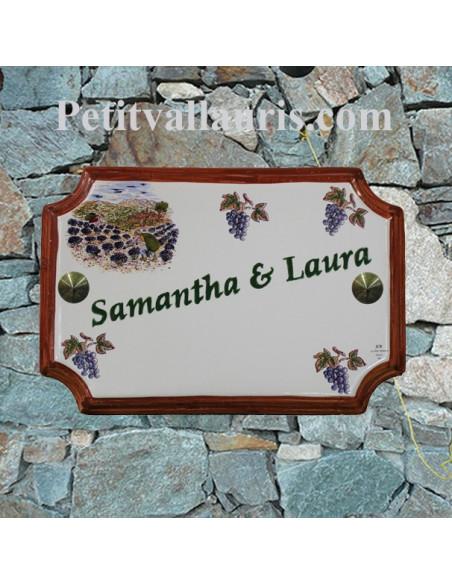 Plaque de Maison en céramique aux angles incurvés motif récolte des lavandes et grappes de raisin + inscription personnalisée