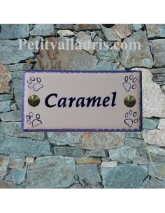Plaque rectangulaire de maison en céramique motif petites empreintes de pattes + inscription personnalisée