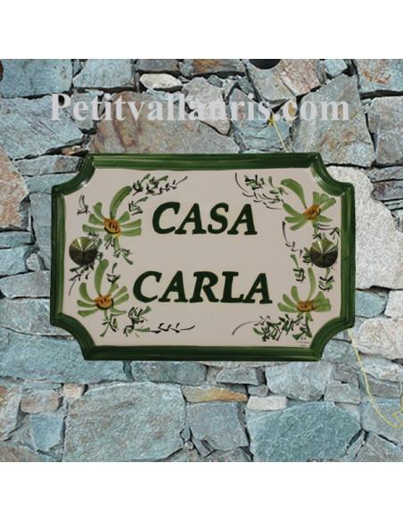 Plaque de Maison en céramique aux angles incurvés motif artisanal fleurs vertes + inscription personnalisée verte