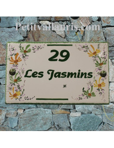 Plaque de villa rectangle en céramique décor artisanal fleurs vertes et orangées + personnalisation
