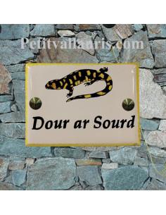 plaque de maison céramique décor artisanal salamandre jaune et noire + inscription personnalisé