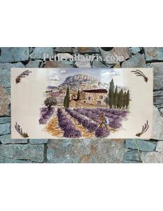 Fresque céramique modèle sur grand carreau rectangulaire décor paysage provençal et récolte des lavandes sur fond blanc brillant