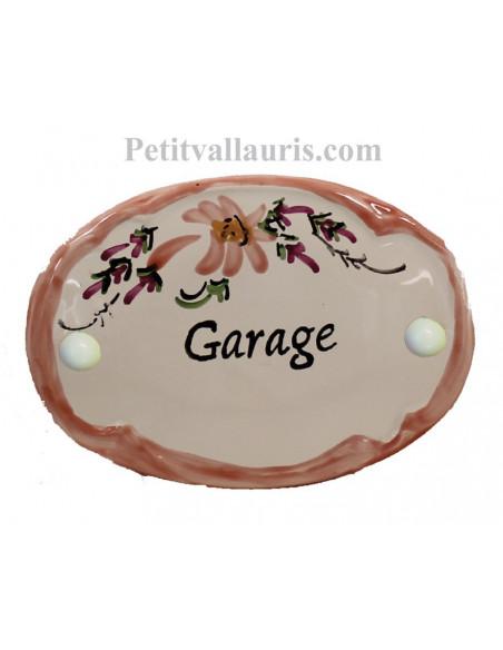 Plaque ovale de porte en faience blanche motif artisanal fleurs beiges-saumon avec inscription garage