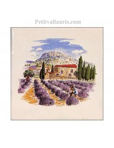 Carreau en faience blanche motif motif garlaban et champs de lavandess + charette + village 15 x 15 cm
